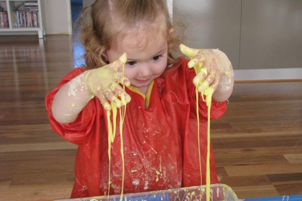 Playing with Gloop is a fun and messy sensory activity for toddlers and kids. #sensoryactivitiesandideasfortoddlers