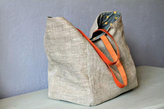 Un grand sac cabas en lin anses en cuir