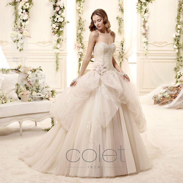 http://www.nicolespose.it/it/ #Colet #collection for #nicolespose #weddingdress #wedding #abitidasposa #alessandrarinaudo #nicole #labitodeisogni #bianco #champagne