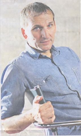 Christopher Eccleston, ITS NOT THE SAME when he isn't wearing the Doctor's clothes!:(