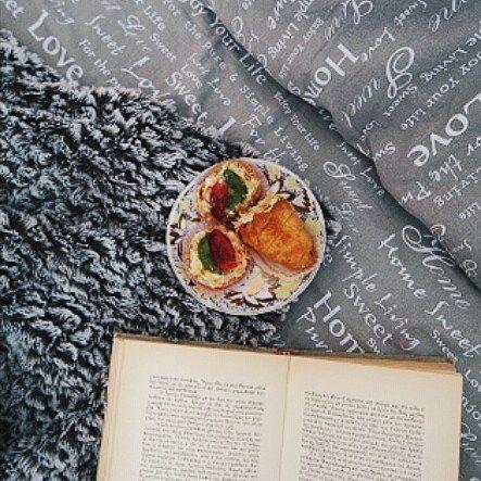 Όνειρα γλυκά & ταξιδιάρικα!♥ Υ.γ υπάρχει καινούργιο βλογκ στο κανάλι.Σε περίπτωση που θέλετε να το δείτε υπάρχει link στο προφίλ. . . . #angiekariofilli #flatlayforever #flatlay #flatlaygr #foodpic #desert #onthebedprojekt #books #flatlays #greece🇬🇷 #greekyoutubers #greece #igersgreece #greekbeautyblogger #breakfast #foodieflatlays