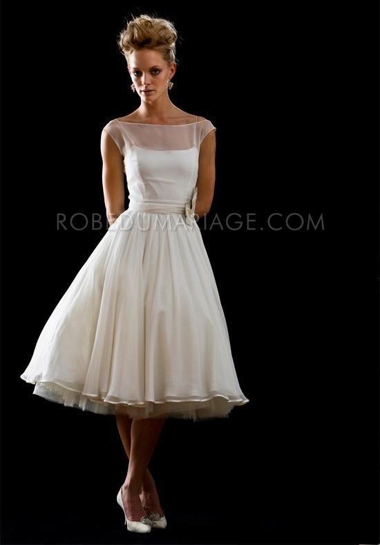 Promo noël : -40% sur robes de mariée civil robe sur mesure Prix : €117,99 Lien pour acheter : http://www.robedumariage.com/robe-de-mariee-col-bateau-ornee-de-ruaban-longueur-aux-mollets-en-chiffon-product-3037.html
