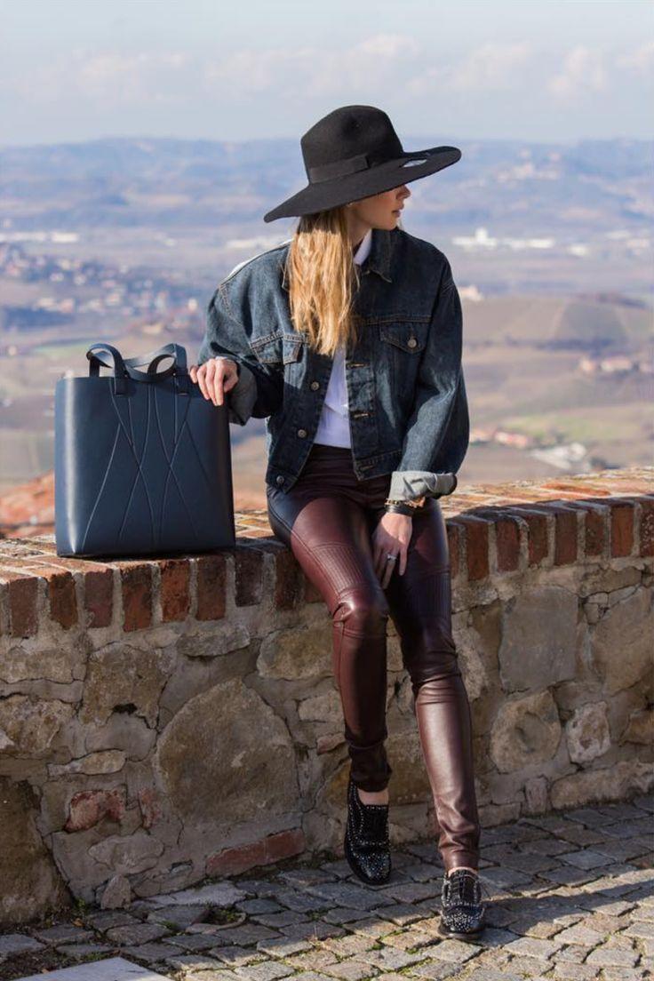 Anastasiia Masiutkina Dambrosio / Alesya Orlova Geo Shopper blue // Ledertasche // Minimal Bag - chic minimalist accessories //