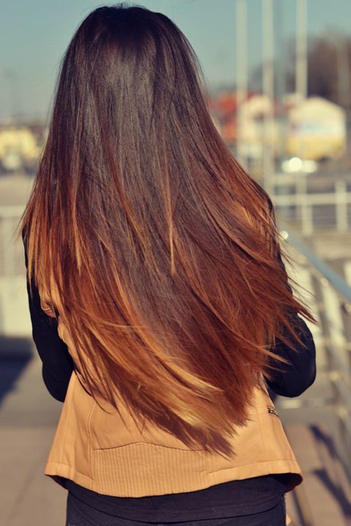 meche caramel, cheveux lissés, balayage sur cheveux longs, gilet caramel