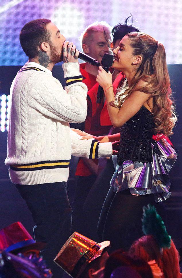 Ariana Grande protagoniza la portada de la edición de abril de la revista Cosmopolitan, y en ella discute sobre su relación de seis meses con el rapero Mac Miller.