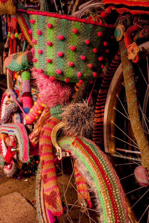 RAINBOW S Bike Covers SURPRISE por Josephine J , Knitted Bike Covers