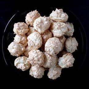 Einfaches Rezept für österreichische Kokosbusserl (Kokosmakronen) - nicht nur für Weihnachten.