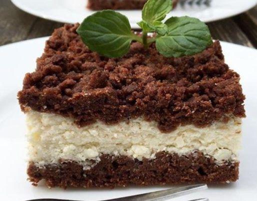 Tento jednoduchý recept budete milovať. Nepečená torta je rýchly a jednoduchý dezert, na ktorom si vaša rodina určite pochutná. Môžete ju robiť dokonca na niekoľko spôsobov. Stačí len, ak do nej napríklad pridáte svoje obľúbené ovocie a dodáte jej úplne novú chuť. Budeme potrebovať Suroviny na krém: 200 g BeBe keksov 3 vajcia 250 g kondenzovaného