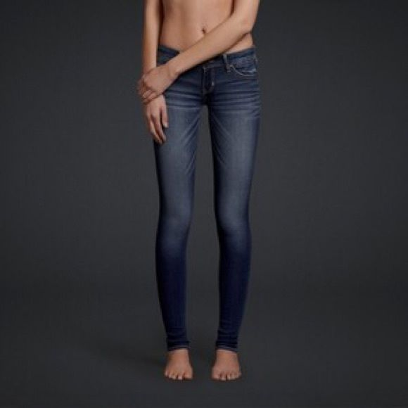Hollister Social Stretch Skinnies Very cute, perfect condition they just fit me loose now :/ so away they go! Lol Hollister Jeans Skinny