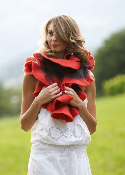 #PASSION écharpe feutrée #rouge gris  de ResPiri sur DaWanda.com