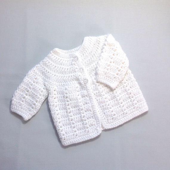 Veste En Gilet Blanc Pour Nouveau Né Manteau De Bébé Etsy Cardigan Blanco Vestido De Niña Tejido A Ganchillo Chaqueta De Ganchillo