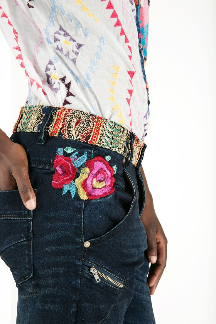 In Desigual we love mixing colors. The embellished waistline of these trousers and the embroided flower on the pockets makes a perfect match with the colorful prints of the shirt.