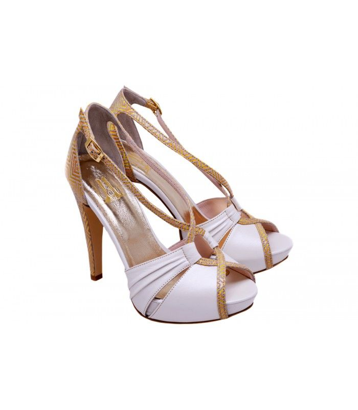 LEATHER BRIDAL SANDALS DESIGNERLOU. Excellent choice for a very impressive appearance of the new collection ofLoucompany. AVAILABLE COLORS:IVORY PINK GOLD NUDE-BLACK