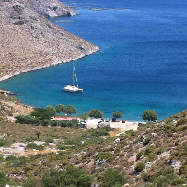 Eine einsame Bucht im Südosten von Kalymnos. A lonesome bay in the southeastern part of Kalymnos. Ένας έρημος κόλπος στο νοτιοανατολική Κάλυμνο.