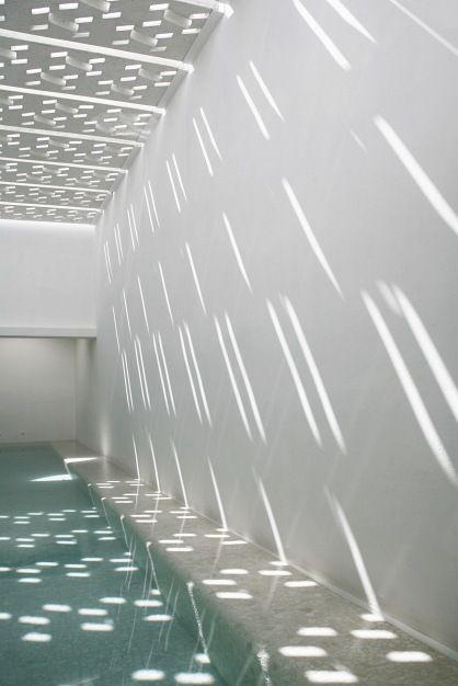 piscine intérieure Regards et Maions