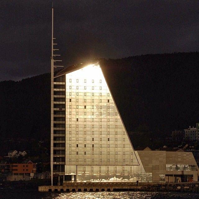 Rica Seilet i Molde. #molde #rbnett #westernnorway #rica #romsdal #thebestofnorway #amazing_shots #seilet #sunrise #selgnorge #superb_shots #fjords #visitnorway #bestofnorway #bestofscandinavia #norge #norway #nhoreiseliv #møreogromsdal #Padgram
