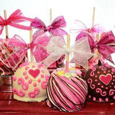 Cinco deliciosa y festivo San Valentín Gourmet Chocolate manzanas de caramelo. Seguramente y un dulce regalo muy original para tu amor! Estas