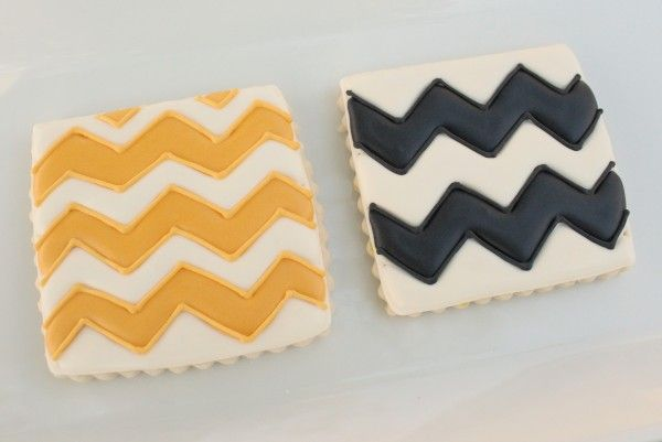 The cutest little chevron cookie They would be great for a birthday party or just for fun.  I wish I were that good at decorating cookies! Reminds me of Charlie Brown.
