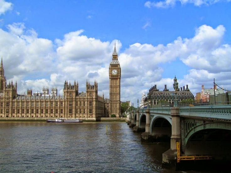 イングランドおよびイギリスの首都であり、イギリスや欧州連合域内で最大の都市圏を形成している。世界文化遺産が4つ登録されており、ロンドン塔、キューガーデン、ウェストミンスター宮殿(聖マーガレット教会を含む)、グリニッジ(グリニッジ天文台跡をグリニッジ子午線が通る)があります。 屈指の世界都市として、芸術、商業、教育、娯楽、ファッション、金融、ヘルスケア、メディア、専門サービス、調査開発、観光、交通といった広範囲にわたる分野において強い影響力があります。また、ニューヨークと並び世界をリードする金融センターでもあり、2009年時点の域内総生産は世界第5位で、欧州域内では最大です。