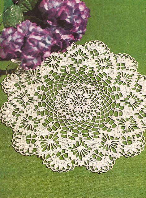 "Esquemas | CTejidas: Centro de mesa ""Hortensia"" y Tapete ""Flor imperial... -> http://esquemas.ctejidas.com/2012/08/centro-de-mesa-hortensia-y-tapete-flor.html"