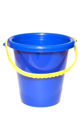 What Paint Will Stick on a Plastic Bucket?