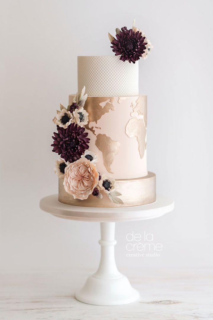 Haupthochzeitstorte mit Weltkarte in der Mitte und David Austin Roses, ein … …   – TRAVEL WEDDING | INSPIRATION