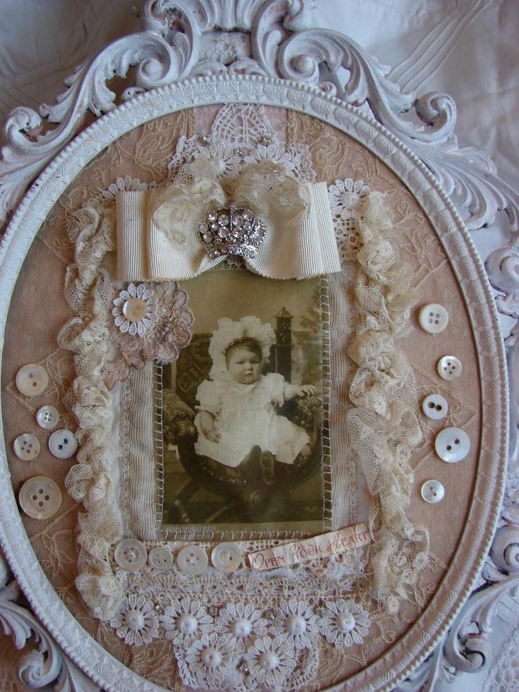 Waar nostalgie en romantiek elkaar ontmoeten...: Houten labels met antiek kant uit een ver verleden...