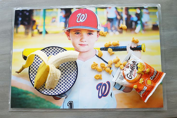 Personalized place-mats - Bower Power // Take a favorite photos, enlarge them then laminate to make some kid friendly place-mats <<<