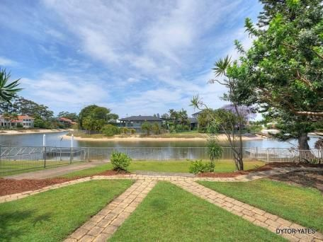 19 Bermuda St, Broadbeach Waters for sale $769,000