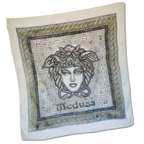 """Elegantná hodvábna šatka """"MEDUSA"""" z prírodného hodvábu, veľmi jemná na dotyk.  Inšpiráciou tejto maľby bola grécka mytológia. . http://bit.ly/1jRAdEZ"""