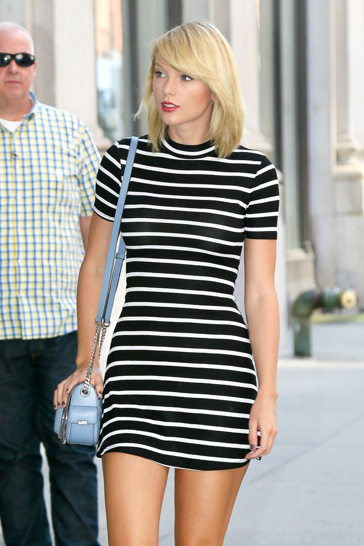 Taylor Swift Web | Arriving at her apartment in New York City...
