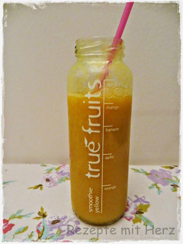 1 Mango 1 Apfel 1 Banane 1 Orange  Spritzer Zitronensaft  600 g O-Saft    Mango, Apfel, Banane und Möhre in den Mixtopf geben und 30 Sek. / Stufe 9 zerkleinern Saft zugeben und weitere 1 Min. / Stufe