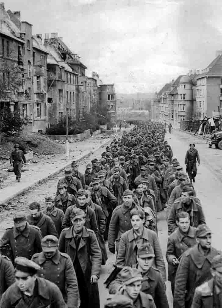 German prisoners of war in the city of Aachen