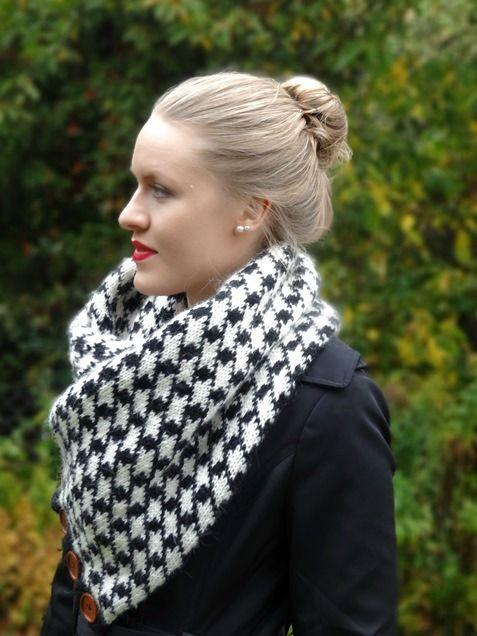 Hahnentritt-Muster kennt man einfach. Hier auf Lisibloggt zeige ich Dir, wie Du einen richtig flauschigen Norwegerschal zum Knöpfen mit diesem Muster strickst.