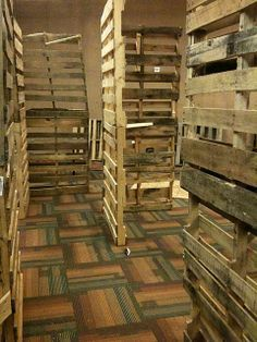 using pallets to create haunted halloween maze walls- very detailed, simple instructions!