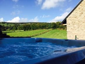 Luxury Holiday Cottage Wales | 5 Star Romantic and Family Cottages Brecon Beacons | Large Houses and Wedding Venues Wye Valley, Black Mountains & Welsh Borders |