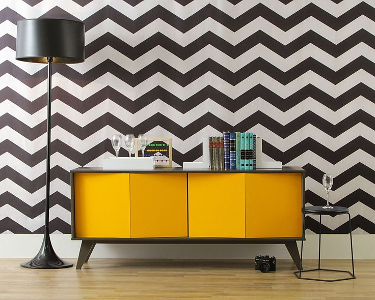 Buffet Vértice - 4 Portas - Amarelo, me encanta el color de la pared, la lampara y el mueble pintado amarillo.