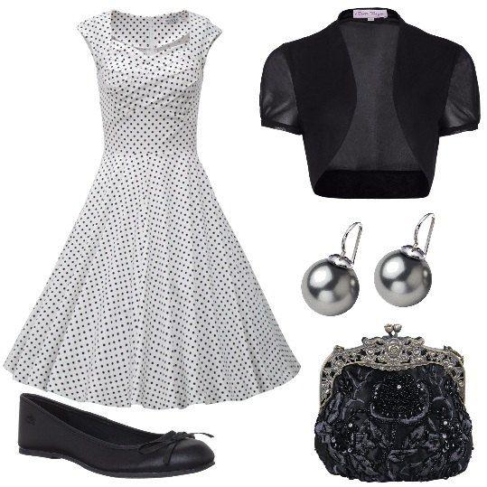 E di sapore retrò il vestito a pois, che qui viene proposto con un coprispalle nero e delle ballerine, sempre nere. La pochette vintage ha ricami in rilievo e un paio di orecchini con perle nere completano il tutto.