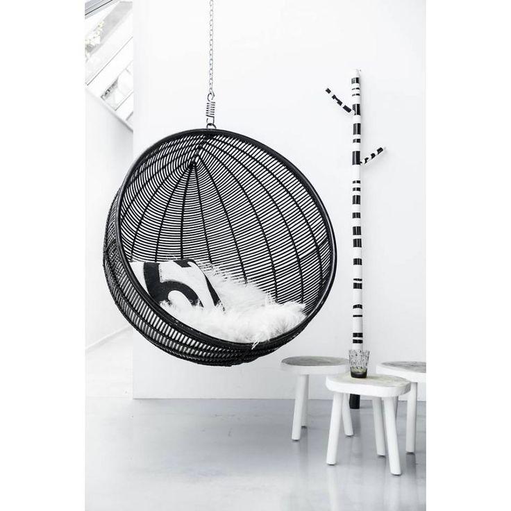 h ngesessel kugel rattan schwarz kinderzimmer. Black Bedroom Furniture Sets. Home Design Ideas