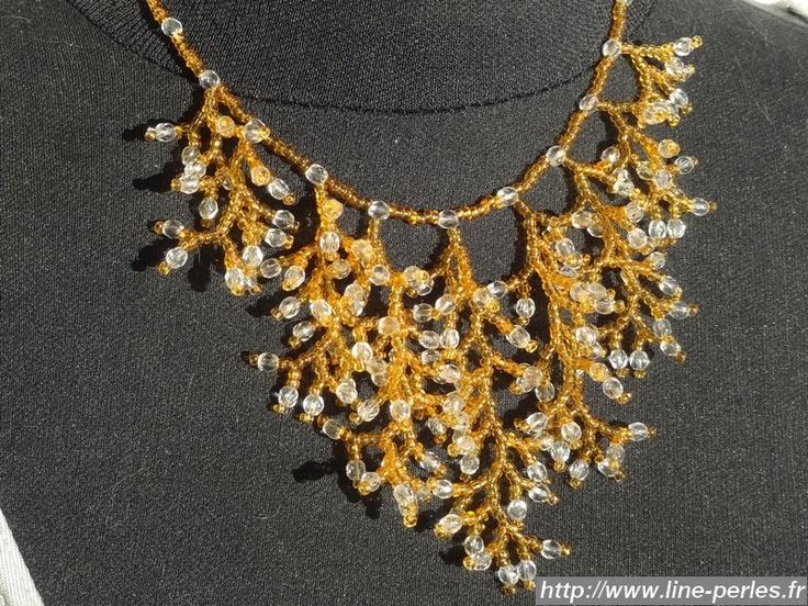 """Collier Corail Ambre en perles de rocaille et perles de cristal. Fait à la main par """"Line et les perles""""."""