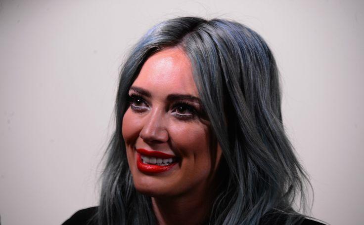 Tinder, wie kent het niet? Ook de celebs en BN'ers doen eraan. Nieuwste aanwinst: Hilary Duff.