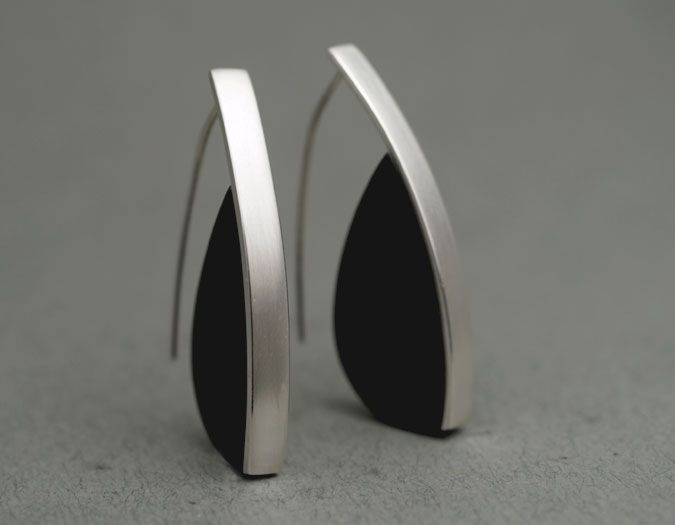 QUOIL - Contemporary Jewellery Gallery by Jeremy Leeming