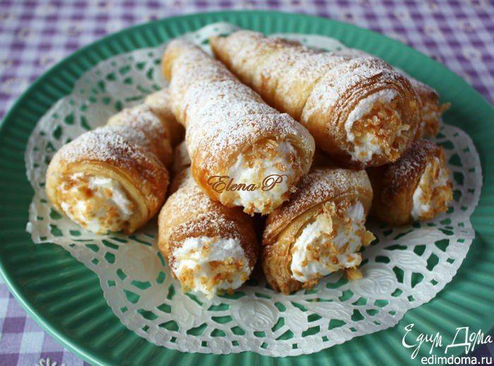 Слоеные трубочки с посыпкой и белковым кремом. Классический рецепт вкусного пирожного. А какой был ваш любимый десерт в детстве? #edimdoma #recipe #cookery #dessert