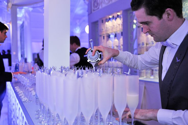 To make the signature GREY GOOSE Le Fizz:  In a cocktail shaker, mix together GREY GOOSE vodka, Elderflower liqueur and lime juice. Add ice, cover and shake vigorously. Double strain into a chilled champagne flute and top with soda water. Achieve the extraordinary. #FlyBeyond
