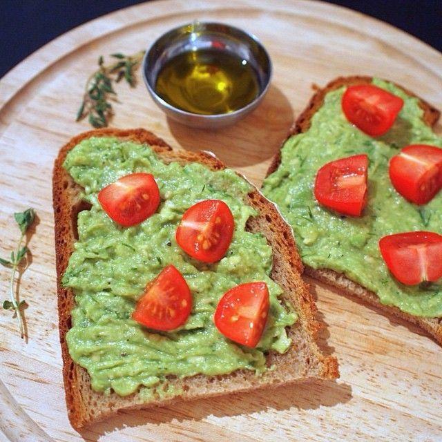 avokado & domates toast! via #opencuisine #yemek101 #avakado #domates #kahvalti #yemek #food #foodporn