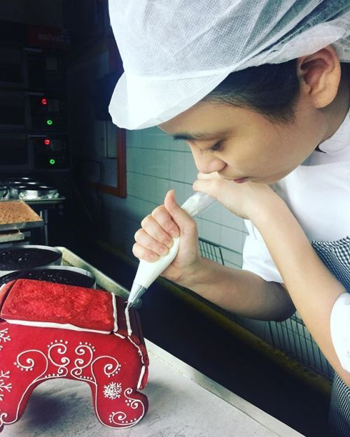 What is our pastry talent Yen creating again? Join us for festive celebrations to find out more! Link in bio. #fssingapore #tripadvisor2017 #festive #pastry - via Four Seasons Singapore on #Instagram : Exciting #Travel Tips and Destinations - International #Holiday Ideas - Tropical #Vacations - Exotic Tourist Spots - Adventure Travel Inspiration - Luxury #Hotels and Beautiful Resorts Pictures by Traveling247