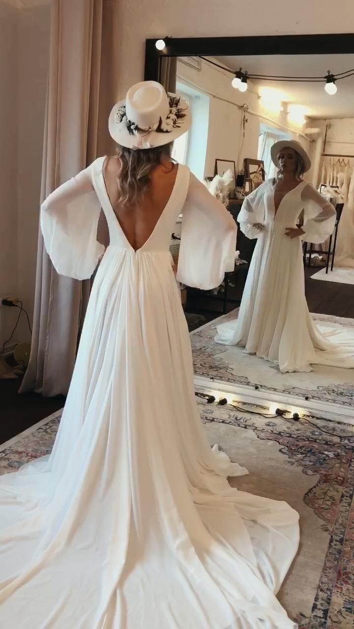 This Unique Minimalist Vintage Wedding Dress With Balloon Sleeves By Boom Blush Is A True Stunner Made Of A Lig Boho Wedding Wedding Dress Long Sleeve Dresses [ 1280 x 720 Pixel ]