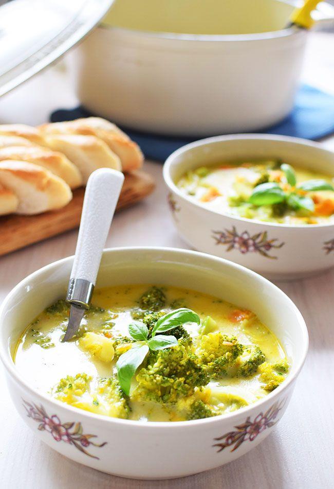 Zupa brokułowa z batatem i serkiem topionym
