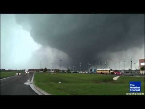 MONSTROUS 2 MILE WIDE F4 TORNADO ROARS THROUGH OKLAHOMA MONDAY DEVISTATING REGION (MAY 21, 2013)