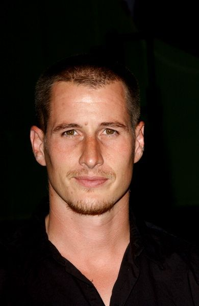 Brendan Fehr even hotter than in his Roswell days...if that's possible!